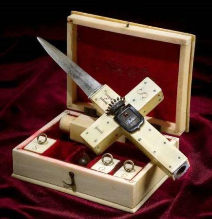 Интересное снаряжение для убийцы вампиров (4 фото)