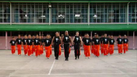 Массовый танец филиппинских заключённых в память о Michael Jackson (1 фото + 1 видео)
