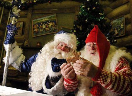 Деды Морозы и Санта Клаусы (23 фото)