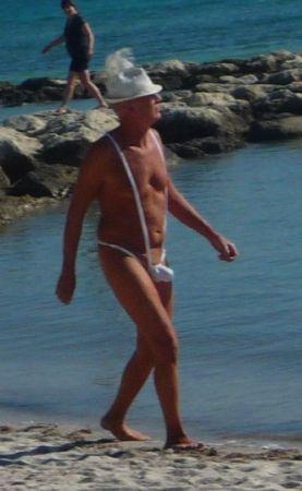 Интересный купальный костюм, неизвестного дедушки (2 фото)