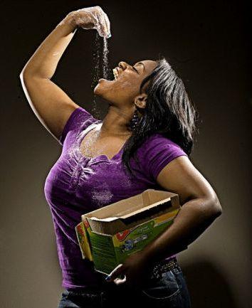 Девушка которая ест мыло и стиральный порошок