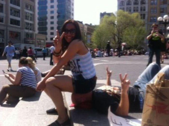 Сидение на лице организовал Роман Шустерман прошлом году, когда он