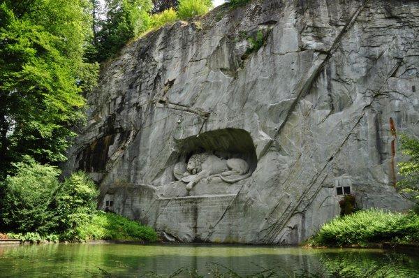 Памятник «Умирающий лев» в Швейцарской Люцерне